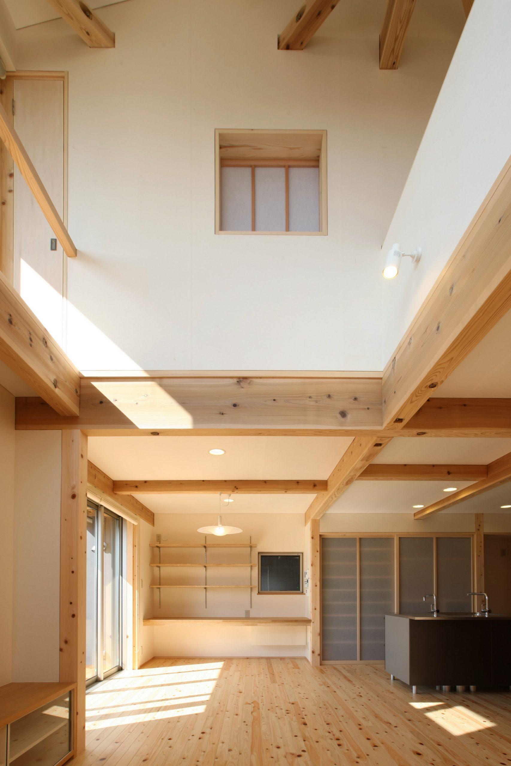 DIY間伐材間仕切の住宅